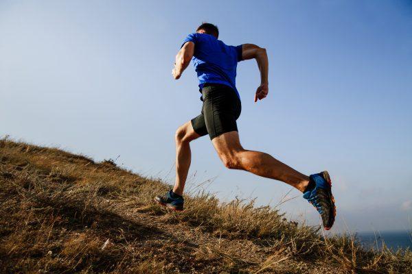 sportlicher Läufer in der Natur